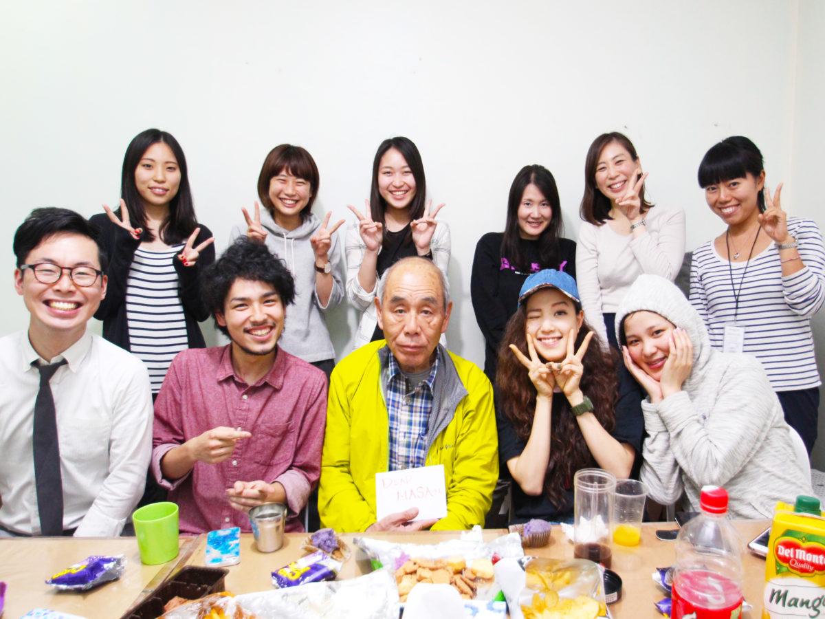 日本人学生みんなで記念撮影