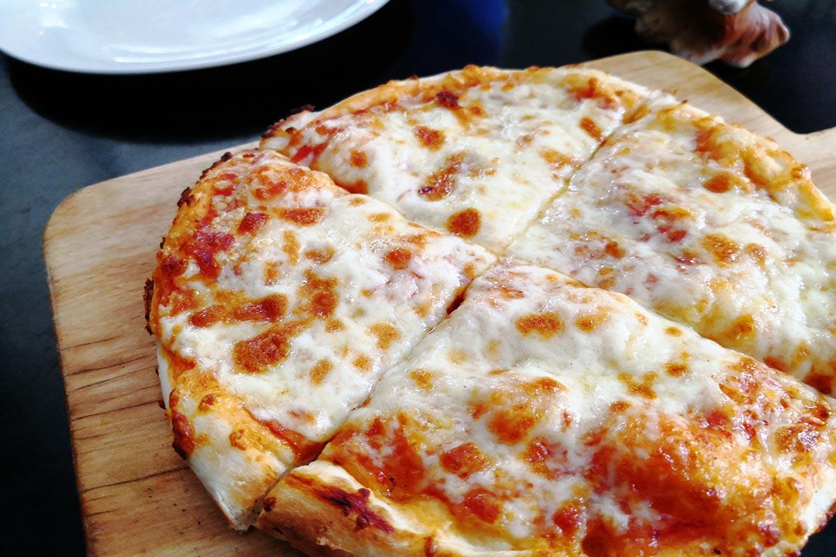casa pizzeria 4チーズピザ