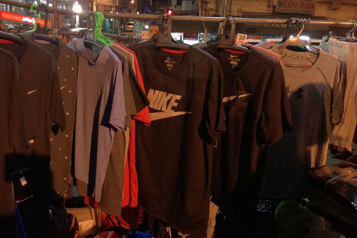 バギオナイトマーケット 新品Tシャツ(偽ブランド物)