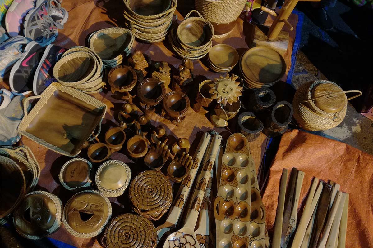 バギオナイトマーケット 木製製品