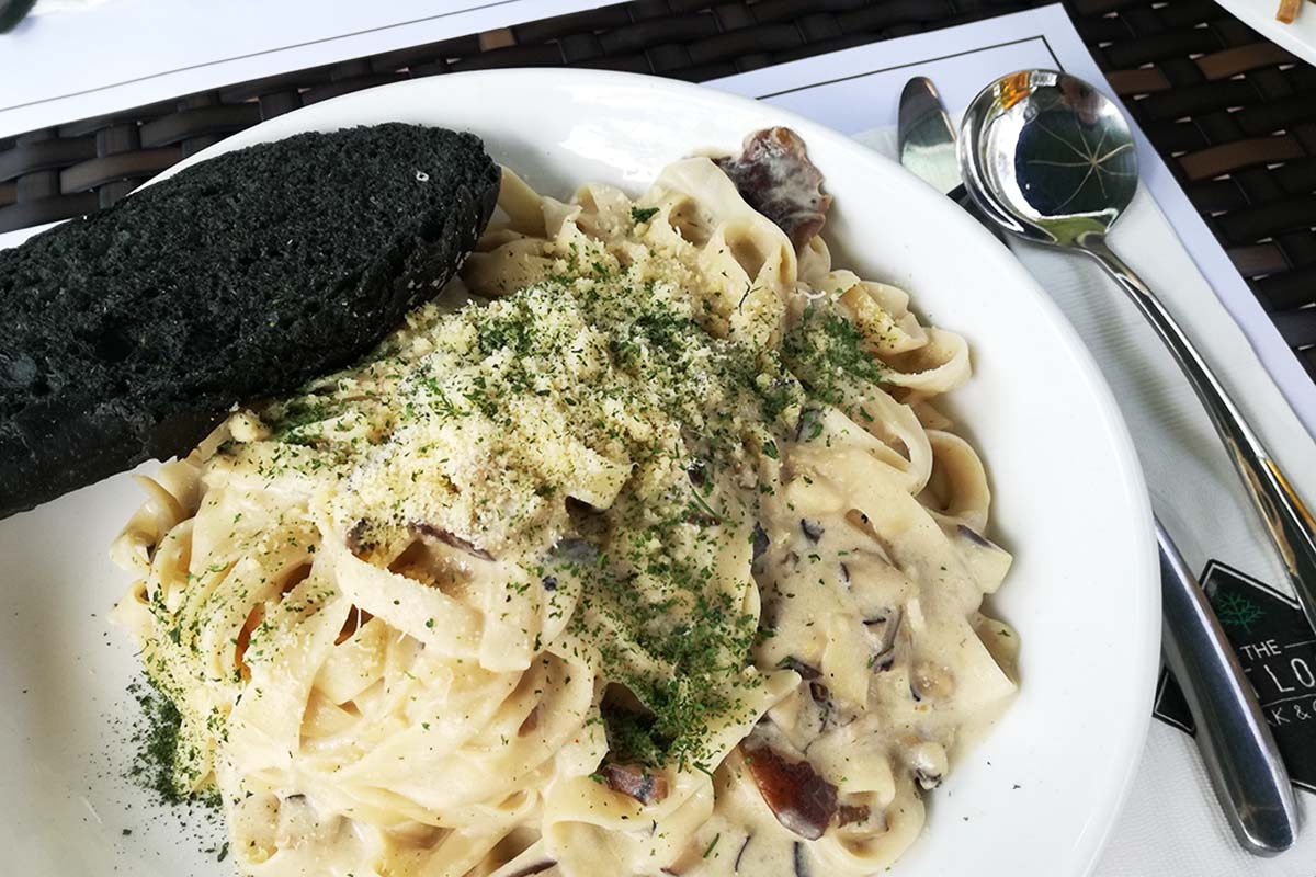 the outlook steak and grill baguio カルボナーラ