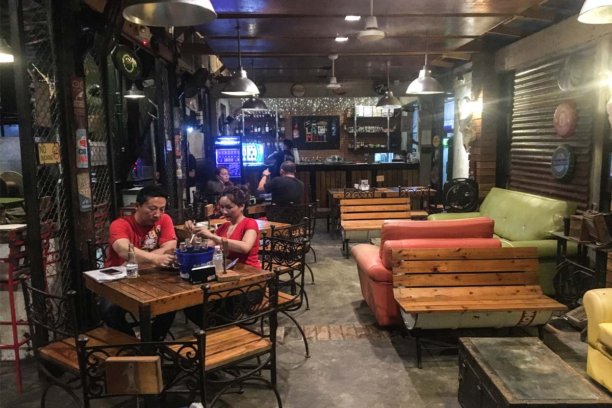 Ol ' Pub サンファン ビーチ付近のレストラン/バー
